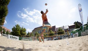 Teilnehmern im Finale der LE-Beach Tour kämpfen im Mixed zum Abschluss von Delitzsch Beach(t) um den Titel.